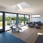 Aus dem Wohnbereich wird über das Schiebetürsystem ein ebenerdiger Zugang zu Terrasse und Garten ermöglicht. Bilder: Schüco International KG