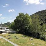 Lage am Fluss: Die additive Struktur des Gebäudes besteht aus einzelnen 'Bausteinen'.