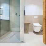 Edle Sanitärausstattung mit höchst hygienischen Toiletten. Bilder: Toto