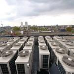 Insgesamt 28 Außengeräte des Klimasystems mit unterschiedlichen Leistungsgrößen wurden auf dem Hoteldach positioniert.