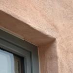 Seine Farbigkeit erhält der Kalkputz durch eine Kombination aus Ziegelmehl und rotem Eisenoxid.