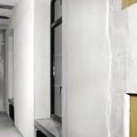 Systemaufbau einer mineralischen Innendämmung: Den Untergrund können das Mauerwerk selbst, ein Alt-Putz oder wie hier ein Ausgleichsputz bilden. Darüber die geklebten Platten und der neue Raumputz mit Armierungsgewebe. Bild: Multipor