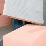 Das vollflächige Verkleben schützt gegen Hinterströmen der Platten und ermöglicht den Ausgleich leichter Unebenheiten in der Bestandswand. Bild: Getifix