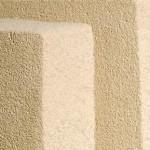 Mineraldämmplatten, die aus hier gut sichtbaren Gründen auch Mineralschaumplatten genannt werden, bestehen aus einer leichten, durch ihre Poren gut wärmedämmenden Stoffstruktur und sind nicht brennbar. Bild: redstone
