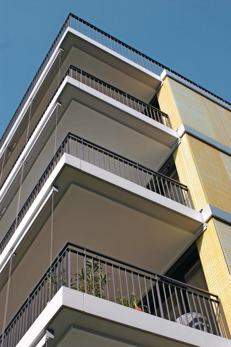 Auskragender Balkon.
