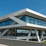 Das Büro- und Produktionsgebäude erhielt mehrere Auszeichnungen für seine Architektur – z. B. den german design award 2015.