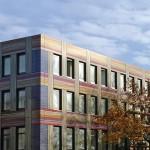 Neue Fassadenoptik für alte Tuchfabrik: Aluminium-Sandwichelemente mit digitaler Bedruckung in Hochglanzoptik.