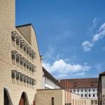 Verbindend und Lücke schließend: Neubau mit Fassade aus Recycling-Ziegeln. Bilder: Knauf/Rainer Halbe