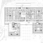 Grundriss: Neben dem Grundbaukörper zeichnen sich drei Pavillons ab, von denen einer auf dem Sockelbau gründet, während die beiden weiteren vor diesem lagern.