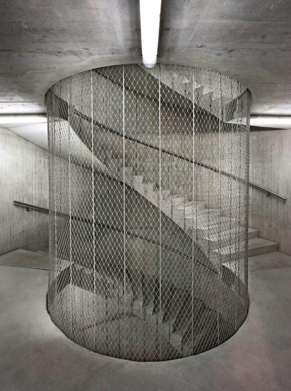 Netzseilarchitektur ergänzt moderne Betonarchitektur. Bilder: Jakob
