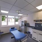 Behandlungszimmer: Die klassische quadratische Decke passt in die rechtwinkligen Grundrisse. Bilder: Owa