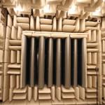 Der Schallmessraum der Saugseite ist mit schallabsorbierenden Keilen ausgestattet. Bild: G+H Isolierung