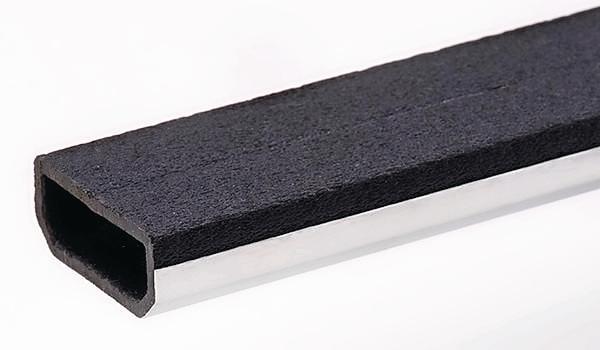 Stahlprofil mit geschwärzter und aufgerauter Oberseite. Bild: Saint-Gobain