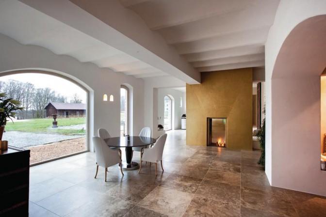 ma geschneiderte holzfenster f r denkmalgesch tzten reiterhof. Black Bedroom Furniture Sets. Home Design Ideas