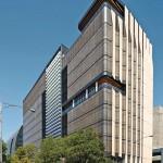 Doppelschalige Vorhang-Fassade auf der Nordseite des Gebäudes, die in Australien die der Sonne zugewandte Seite ist.