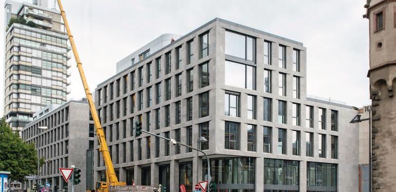 Unmittelbar neben dem Eschenheimer Turm der sechgeschossige Neubau des Turmcarrées. Bild: Fermacell GmbH