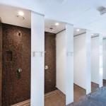 Duschbereich: Bei Luftfeuchtigkeit zwischen 80% bis 90% bestanden besondere Anforderungen an die eingesetzten Materialien.