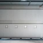 Da herkömmliche Trockenbau-Konstruktionen den Belastungen nicht standhalten, erfolgte der Ausbau mit zementgebundenen Bauplatten, speziell für Nassräume konzipiert.