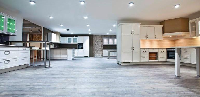 Küchenstudio im neuen Outfit: Dank speziellem Verlegesystem ist der Bodenbelag-Wechsel auch während der Öffnungszeiten möglich.
