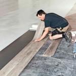 Die Sigan-Elemente konnten mit switch-Tec-Klebetechnologie einfach auf den Untergrund aus elastischem Belag und Beton verklebt werden. Bilder: Uzin