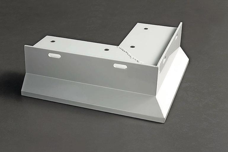 Eckstück aus weiß lackiertem Stahl. Bild: Proline