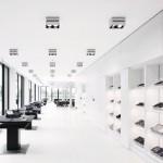 Das Innere gestaltet sich analog zum Äußeren des Gebäudes durch eindeutige Fluchten und klare Linien. Bilder: Hiepler, Brunier, Berlin