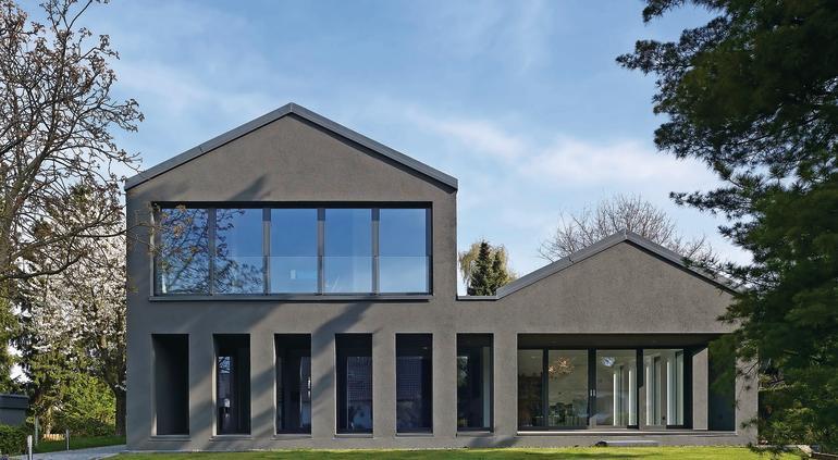 Fassadenfarbe blau grau  Intensive Putzfarben auf WDVS: Schwarz und andere Dunkelheiten