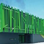 Schwarz als Hintergrund: Das dunkle, carbonfaserverstärkte WDVS kontrastiert an der Fassade dieses Kindergartens wirkungsvoll das helle Grün. Bild: Caparol