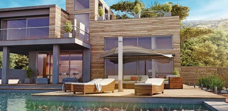 Das Sonnensegel schreibt die Architektur ins Freie fort: Sichtbarer Höhengewinn durch die sich selbst aufrichtenden Profile im Tuch.