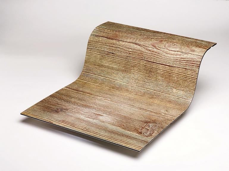 S-förmig gebogener Bodenbelag in Holzoptik. Bild: Alucobond