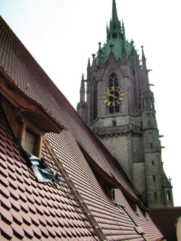 Individuelle Biber-Lösung mit hoher Hagelfestigkeit für die Pfarrkirche Sankt Paul in München.