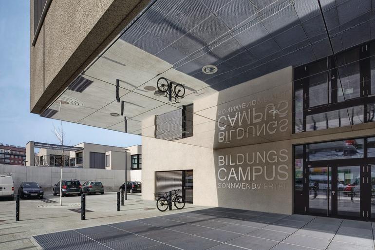 Schule für die Zukunft: Drei zweigeschossige Bauteile für KIGA, Volks- und Neue Mittelschule sowie ein gemeinsamer Bereich mit Mehrzwecksälen und Bibliothek.