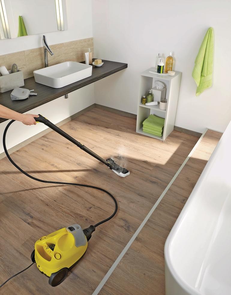 Feuchtigkeitsresistenter Badezimmerboden in Holzoptik. Bild: Egger