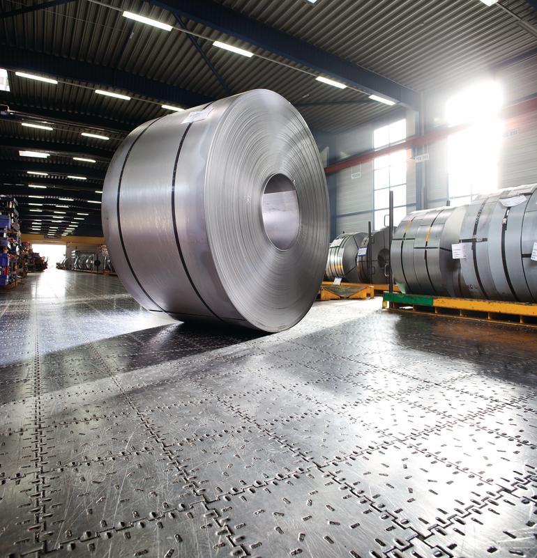 Hochbelastbarer Industrieboden aus Stahl z.B. für die Schwerindustrie und auch Logistikbranche. Bild: Gebr. Kemmerich