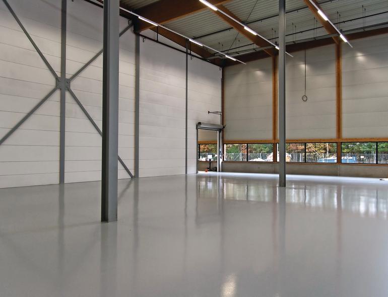 Gewerbehalle mit fugenlosem Industrieboden. Bild: Uzin Utz AG