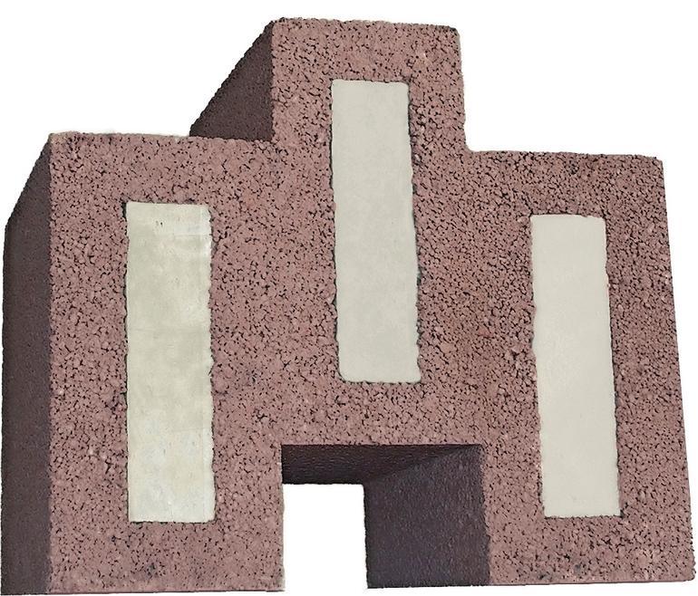 Drei gefüllte Planziegel aus rot-braunem Material bilden eine Art Trapez. Bild: Bisotherm