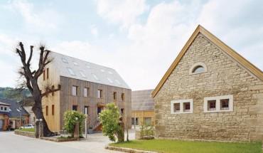 Umbau eines Bauernhofes mit historischer Bausubstanz zum Plusenergiehof in Schäftersheim