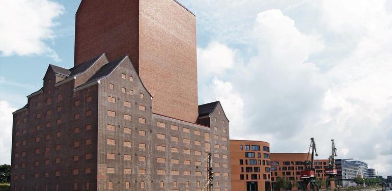 Auf 48 000 m² entstand das neue Landesarchiv NRW rund um den denkmalgeschützten Getreidespeicher von 1936.