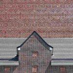 Zu einer filgranen Ornamentik wurden die Steine mit handwerklicher Perfektion in rautenförmigen Mustern gemauert. Bilder: O&O Baukunst