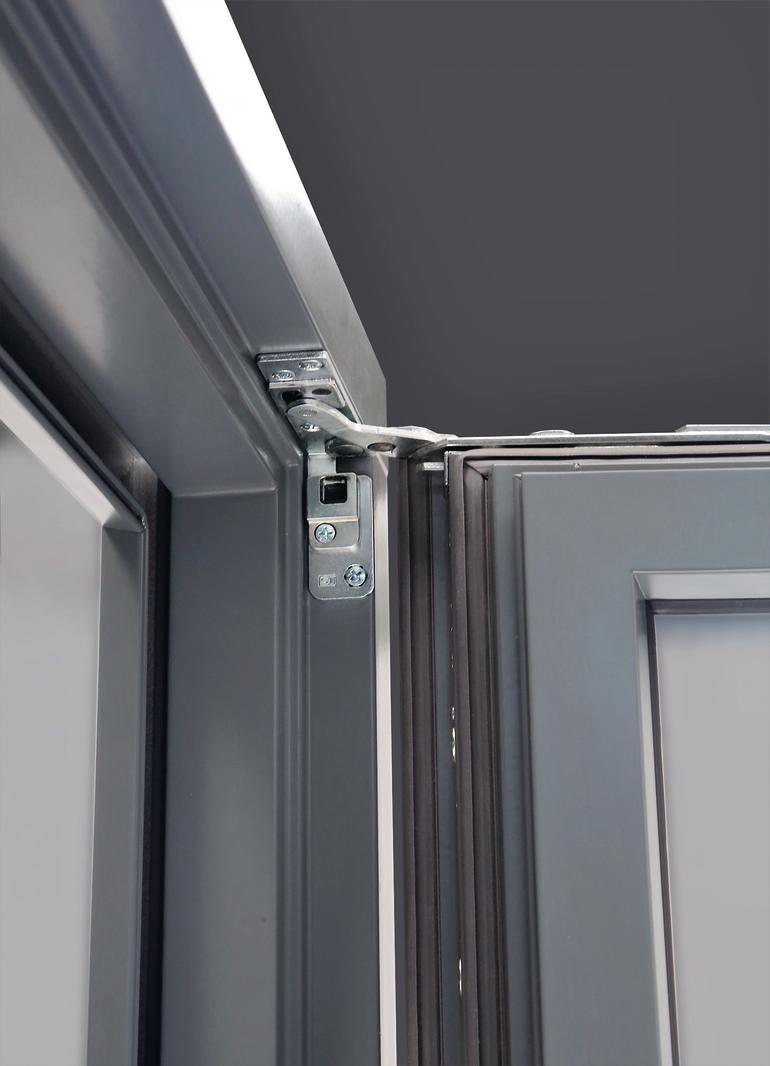 Detailaufnahme der Aufhängung eines geöffneten Fensters. Bild: Siegenia Gruppe