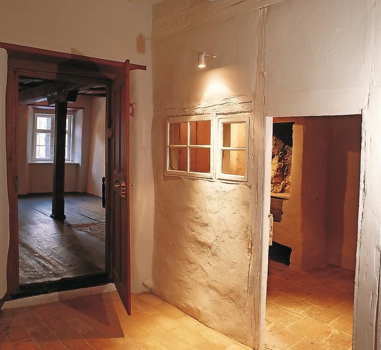 Dünne Lehmwand in einem mittelalterlichen Fachwerkhaus. Bild: Heck Wall Systems