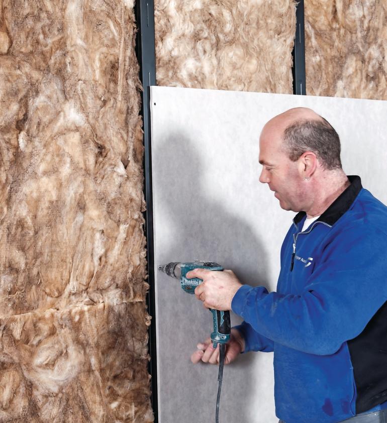 Wandplatten werden über dem Dämmmaterial angebracht. Bild: Knauf Gips