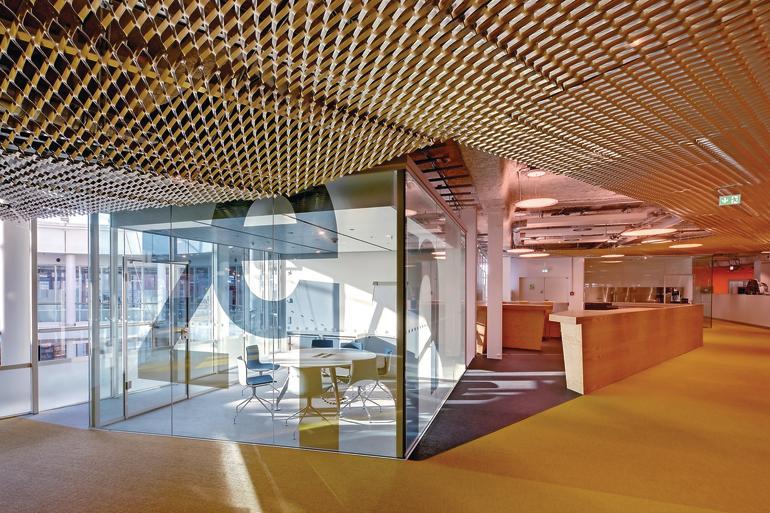Glaskubus für Besprechungen. Bild: Lindner-Group