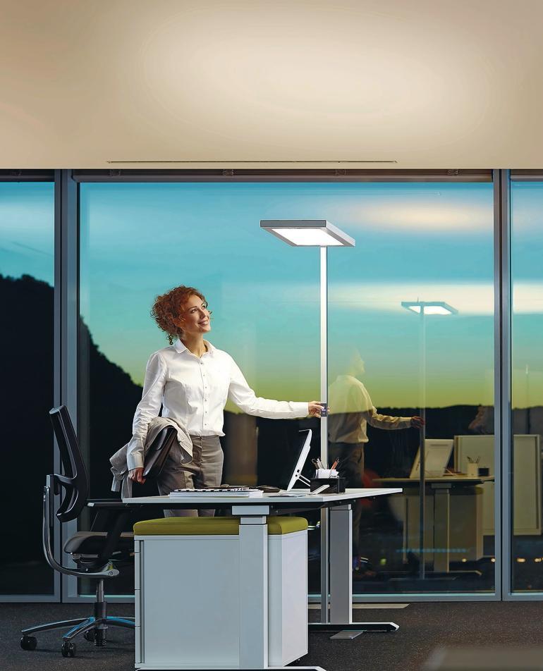 Große LED-Stehlampe fürs Büro. Bild: Waldmann