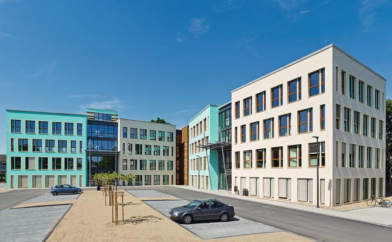 Mit Strahlungswärme sorgt eine Flächenheizung für hohen Wärmekomfort in den neuen Bürohäusern in Kerpen..