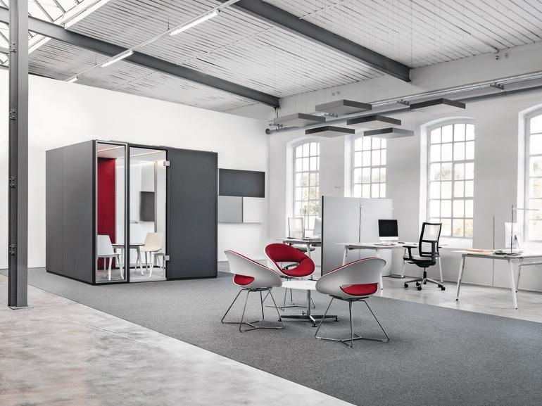 Offenes Büroprinzip in einer alten Industriehalle. Bild: Carpet Concept/Nicola Roman Walbeck