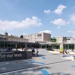 Das Bildungszentrum umfasst drei Schulen, ein School & Business Center, ein Multifunktions-, Umwelt- und Förderzentrum, ein Elterncafé, eine Elternschule und Beratungsstellen.