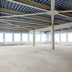 Stahlträger und -stützen sowie Geschossdecken aus Trapezblechprofilen mit Aufbeton - 60 000 m2 Fläche - mussten ertüchtigt werden.