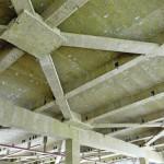 Stahlträger und -stützen sowie deren Kreuzungspunkte wurden kastenförmig bekleidet.
