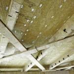 Die Befestigung der Brandschutzplatten an den Trapezblechprofilen erfolgte mit Setzbolzen in einem Raster von 450 x 500 mm.